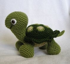 Crochet Baby Turtle - I need to learn how to crochet again.