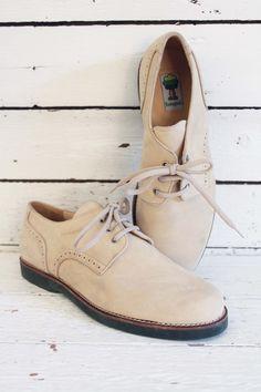Vintage romagnoli schoenen. Cremekleurig suede met groene zolen. Ongedragen vintage! www.sugarsugar.nl