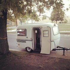 1000 images about roulotte on pinterest airstream caravan and trailers - Lit roulotte vintage ...