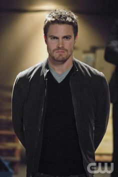 """Arrow -- """"Muse of Fire"""" -- Pictured: Stephen Amell as Oliver"""