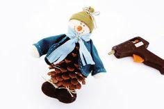 Boneco de neve feito com pinha