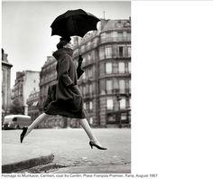 역사상 가장 유명한 사진작가 100명 (1/20) Helmut Newton, White Photography, Statue, Black And White, Artwork, Work Of Art, Black N White, Auguste Rodin Artwork, Black White