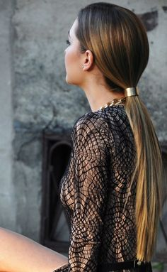 Chic low ponytail Prettier Than Your Average Pony: 15 Cute And Easy Ways To Pull Your Hair Up Cute Ponytail Hairstyles, Cute Ponytails, Twist Ponytail, Simple Ponytails, Sleek Ponytail, Braided Ponytail, Ponytail Ideas, Prom Hairstyles, Christmas Hair