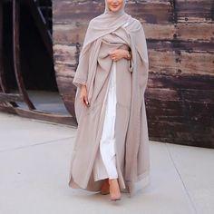 Beautiful in Black - IG: 🐚 Islamic Fashion, Muslim Fashion, Modest Fashion, Hijab Fashionista, Mode Abaya, Mode Hijab, Eid Outfits, Fashion Outfits, 70s Fashion