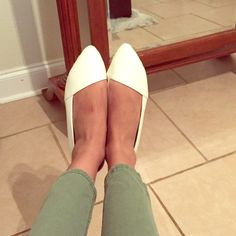 White pointed flats Worn only a few times, only signs of wear are inside of shoes. Slight creasing. A little dirty. Will best fit a size 9.5, RUNS BIG. Not from listed brand. kate spade Shoes Flats & Loafers