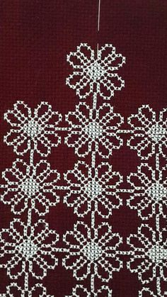 Really nice Cross-Stitch towel and pattern. Small Cross Stitch, Cross Stitch Designs, Cross Stitch Patterns, Beaded Embroidery, Cross Stitch Embroidery, Embroidery Designs, Yarn Crafts, Sewing Crafts, Diy And Crafts