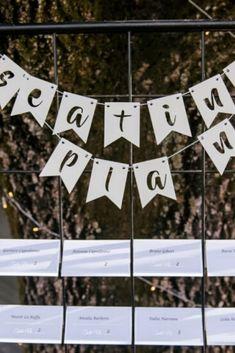 Ideas originales para que tus invitados no se queden sin silla #casamientoscomar #casamientos #argentina #amor #wedding #invitados #deco #inspiracion #ideas #seatingplans Seating Plans, Ideas Originales, How To Plan, Deco, Amor, Nail Organization, Decor, Deko, Decorating