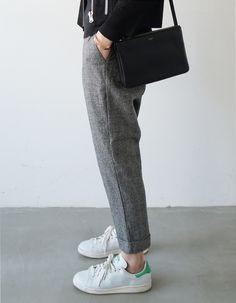 tailored trousers / sneakers