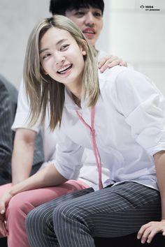 yoon jeonghan / this hair! Seventeen Memes, Jeonghan Seventeen, Woozi, Wonwoo, Lotte World, Seventeen Scoups, Boys Long Hairstyles, Adore U, Got7 Jackson
