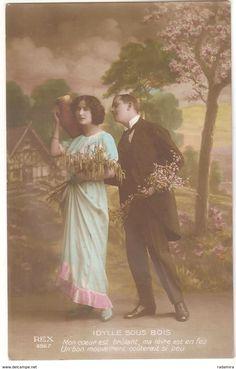 """Carte Postale Ancienne """"IDYLLE SOUS BOIS"""" 1919 France."""