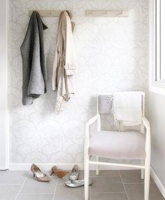 Small Spaces: Pretty in White - Vanessa Francis Interior Design Cozy Nook, Interior Decorating, Interior Design, Home Wallpaper, Neutral Wallpaper, Print Wallpaper, Cozy House, Mudroom, Decoration