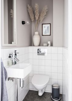 How to make the small bathroom feel bigger - 7 tips, How to make a small bathroom feel bigger - 7 compact living tips Bad Inspiration, Decoration Inspiration, Interior Minimalista, Small Toilet, Tiny Bathrooms, Contemporary Bathrooms, Compact Living, Minimalist Bathroom, Bathroom Renovations