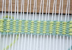 A simple tutorial on how to weave Vertical Strips | The Weaving Loom