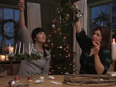 Ivy Wreath with Kirsty Allsopp * http://www.channel4.com/programmes/kirsties-handmade-christmas/articles/all/ivy-wreath