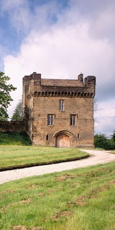 The Landmark we know today as Morpeth Castle was originally a gatehouse built at the entrance to the castle from which it gets its name. Morpeth Castle sits on a hill with fine views of the town and the River Wansbeck.