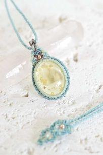 天然石マクラメアクセサリー、天然石ルースを販売するほか、ハンドメイドのオリジナルマクラメアクセサリーをオーダーして頂ける通販サイト【旅する天然石とマクラメアクセサリーのお店 Macrame Jewelry MANO】。沖縄は宮古島から心を込めてお送りいたします。