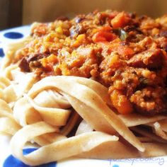 Best bolognese ever. Quirky Cooking: Bolognese Sauce in the Thermomix Sauces Thermomix, Avocado Recipes, Healthy Recipes, Radish Recipes, Savoury Recipes, Delicious Recipes, Filet Mignon Chorizo, My Favorite Food, Favorite Recipes
