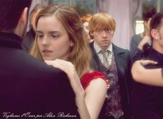 ooooh the look on his face...I love looking at Ron like that when he's looking at hermonie