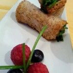 Cannoli di pane con tartare di salmone esotica: facile, fresca e gustosa!