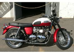 If you're in CT, USA and looking bike, then Used ‪#‎Triumph‬ 2013 Bonneville t100 ‪#‎Standard_Motorcycles‬ available for sale by Marks Motorsports for $ 7999 in Enfield, CT, USA. Get a great deal on a 2013 Triumph Bonneville T100 - T100. Classic 60's styling. Bang up-to-date engineering. Retro meets modern. Double-barrelled, fuel-injected responsiveness from the 865 cc parallel-twin. Smooth pulling, double-barrelled fun.   For more information visit at: http://goo.gl/JnNKs6