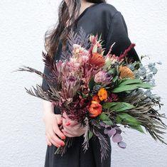 souiさんはInstagramを利用しています:「Bouquet。 オーダーありがとうございます。 . . #ブーケ #ドライフラワー #プリザーブドフラワー #プレ花嫁 #結婚準備 #結婚式準備 #挙式 #披露宴 #お色直し #前撮り #フォトウェディング #ウェディングブーケ #ブライダルブーケ #リースブーケ…」 Winter Wedding Favors, Winter Wedding Flowers, Rustic Wedding Flowers, Bridal Flowers, Summer Flowers, Summer Flower Arrangements, Floral Arrangements, Dried Flower Bouquet, Dried Flowers