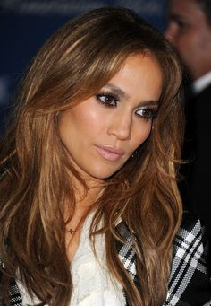 JLo is Jennifer Lopez! Brown Blonde Hair, Light Brown Hair, Light Hair, Corte Y Color, Long Bangs, Inspirational Celebrities, Shoulder Length Hair, Grunge Hair, Hair Dos
