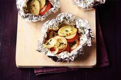 Kijk wat een lekker recept ik heb gevonden op Allerhande! Aardappel en tomaatpakketjes