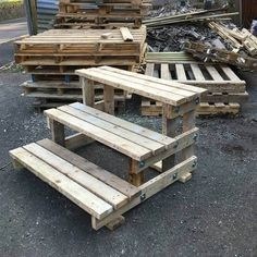 Pallet Outdoor Furniture DIY Pallet Furniture Projects - DIY Pallet Furniture is the furniture type with so many ideas and creations. We can design in pallet furniture by applying some simple techniques and ideas. Diy Garden Furniture, Diy Pallet Furniture, Diy Furniture Projects, Deck Furniture, Woodworking Projects, Furniture Online, Pallet Stairs, Pallet Decking, Concrete Stairs