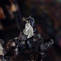 Mini smok wisiorek ze srebra zawieszony na łańcuszku
