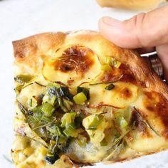 Easy Vegan Potato Corn Chowder Recipe • Veggie Society Italian Potato Pizza Recipe, Italian Potatoes, Dairy Free Pizza, Vegan Pizza, Vegan Omelette, Vegan Bread, Pizza Recipes, Whole Food Recipes, Vegan Recipes