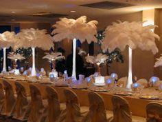 Planlægger I at have høje opsatser på bordene med fjer eller blomster, er disse mini LED lys et must.