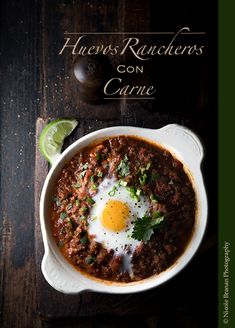 Huevos rancheros con carne – hardy and full of flavor! Cookbook Recipes, Paleo Recipes, Mexican Food Recipes, Ethnic Recipes, Chilli Recipes, Mexican Meals, Paleo Meals, Huevos Rancheros, Breakfast Tea