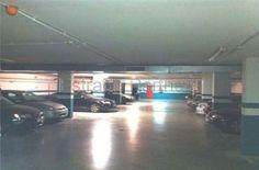 Nave logística en alquiler en Esplugues de Llobregat (Barcelona) de 3.291m² -Excelente imagen corporativa -1 muelle hidráulico y 1 rampa de acceso -Parking -Entrada peatonal a oficinas -Altura 4,5 a 7m planta baja -Aseos -Inst. contraincendios: BIES, detectores, sectorización -Estanterías -Oficinas con despachos y sala de reuniones -Ascensor -Más información: www.estradapartners.com/naves/1226/Barcelona.html EstradaPartners 932151650 www.estradapartners.com barcelona@estradapartners.com