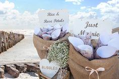 Ελάτε μαζί μας να ζήσετε τη μαγεία ενός ονειρεμένου γάμου σε μια από τις υπέροχες ελληνικές παραλίες.
