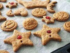 Biscuiti din turta dulce (fara zahar)- reteta de preparat împreuna cu cei mici Diy Fan, Tea Packaging, Chinese Tea, Star Wars Toys, Tea Bowls, Special Gifts, Sugar Free, Biscuits, Snacks