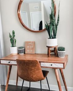 Southern Home Decor Awesome 35 Gorgeous Apartment Decor Ideas Made From Wooden You Can Do. Home Decor Awesome 35 Gorgeous Apartment Decor Ideas Made From Wooden You Can Do. Sweet Home, Desert Homes, Aesthetic Room Decor, Wooden Desk, Home Decor Inspiration, Decor Ideas, Decorating Ideas, Workspace Inspiration, Decorating Websites