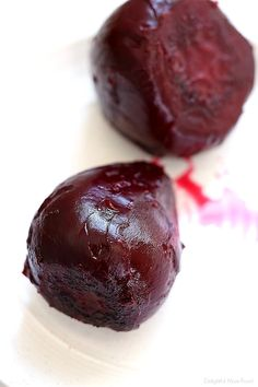 Learn easily how to roast beets at home. Roasted beets are great to ramp up the flavors in dishes when added in salads, tossed with quinoa. Roasted Beets In Foil, Roasted Beets Recipe, Roasted Beet Salad, Red Beets, Recipe For Mom, Recipe Using, Beet Recipes Healthy, Eating Alone