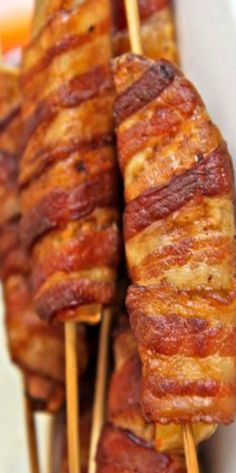 Bacon Blitz Potato Skewers - bacon-y, crispy potato wedges makes a terrific side… Skewer Recipes, Bacon Recipes, Grilling Recipes, Potato Recipes, Bacon Fries, Bacon Potato, Bacon Bacon, Crispy Potato Wedges, Idaho Potatoes