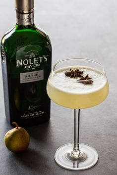 Spiced Pear Gin Fizz - Jelly Toast http://jellytoastblog.com/spiced-pear-gin-fizz/