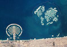 The Palm Islands are an artificial archipelago in Dubai, United Arab Emirates on which major commercial and residential infrastructures will be. Dubai City, Dubai Hotel, Dubai Map, Abu Dhabi, Foto Dubai, Dubai Location, Nasa Pictures, Dubai World, Birds Eye View