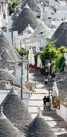 The Trulli houses of Alberobello in the Puglia region of Italy were built by settlers from limestone and not much else. An impressive dry stone building technique meant the houses could be collapsed simply by pulling out a keystone. Anyone else thinking they look like hobbit houses? Not just us then.