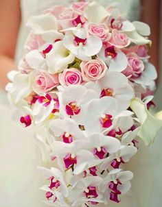 El ramo de cascada es súper elegante y romantico #WeddingBroker