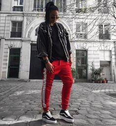 615 vind-ik-leuks, 18 reacties - Ninouche (@ninouchemimi) op Instagram: 'R e d ❌ #vans #oldschool #platform #adidas #red #black #details #hm #outfit #ootd #jeans…'