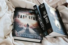 Lookingthestars ❁Rick Yancey's The 5th Wave, The Infinite Sea, and The Last Star.