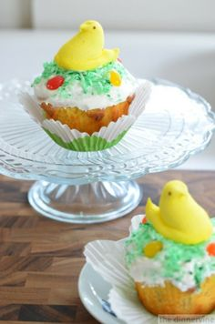 Jelly Beans Easter Peeps Cupcakes, Easter Desserts for Kids #2014 #easter #peeps #cupcakes www.loveitsomuch.com