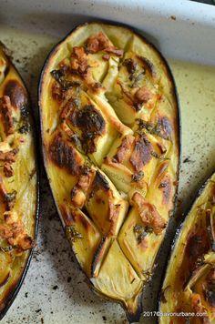 vanata impana cu branza si usturoi la cuptor reteta My Recipes, Cooking Recipes, Favorite Recipes, Vegetarian Recipes, Healthy Recipes, Romanian Food, Good Food, Food And Drink, Healthy Eating