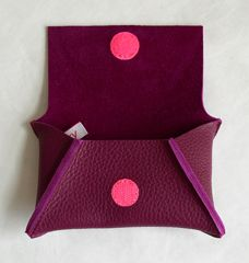 Love the colour combination Leather Purses, Leather Bag, Couture Sewing, Easy Sewing Projects, Crafty Craft, Leather Design, Leather Working, Small Bags, Leather Craft