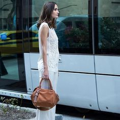 Os itens com pegada handmade e bordados artesanais podem ser a bossa que faltava na sua produção 'work'. Chic & cool! #EstiloSacada