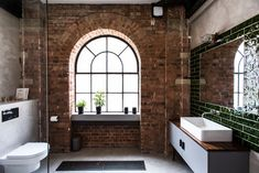 Explore an industrial style factory conversion property in east London, which has been converted into a stylish and modern family home. Warehouse Apartment, Warehouse Living, London Apartment Interior, Brick Bathroom, Open Plan Apartment, Design Furniture, Pipe Furniture, Furniture Vintage, Handmade Furniture