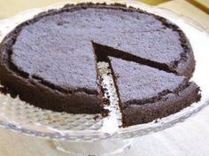 Torta al cioccolato con farina di carruba: senza farina, senza zucchero, senza glutine, con indice glicemico basso, vegan e paleo,100% bio e naturale.